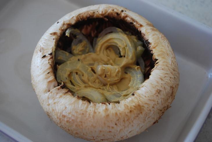 Фаршированный шампиньон ... ооочень плоный завтрак)