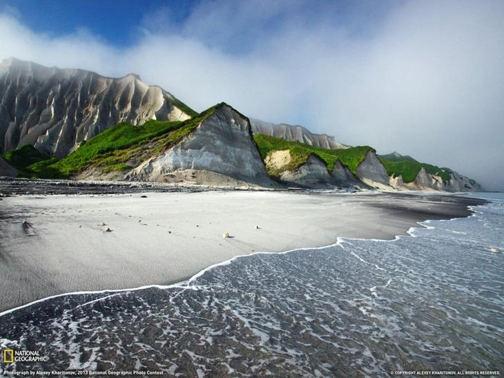 20. Белые скалы острова Итуруп, Россия. интересное, фото
