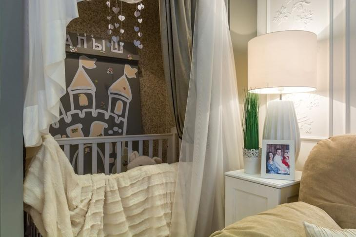 Смесь для жидких обоев содержит безвредные декоративные компоненты волокон, благодаря этому их без опаски можно использовать при отделке стен детских комнат