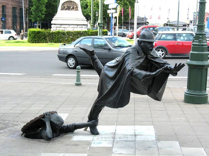Возле концертного зала De Vaartkapoen. Брюссель, Бельгия. достопримечательности, искусство, памятники