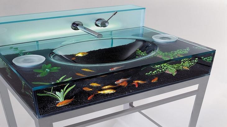 Аквариум в интерьере: интересные идеи: <b>Аквариум-умывальник</b>. Есть что-то успокаивающее в созерцании тропических рыб, плавающих в аквариуме. Чаще всего аквариумы можно увидеть в гостиной, но как