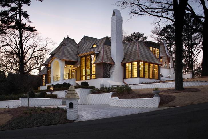Уютный замок в современном стиле