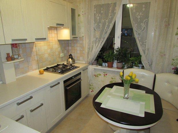 Кухня 6.7 м2, со столом мечты