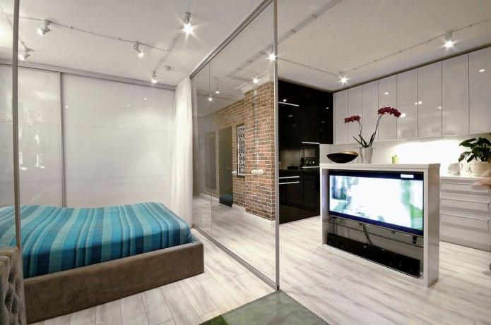 спальня за стеклянными перегородками