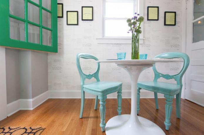 светло-бирюзовые стулья