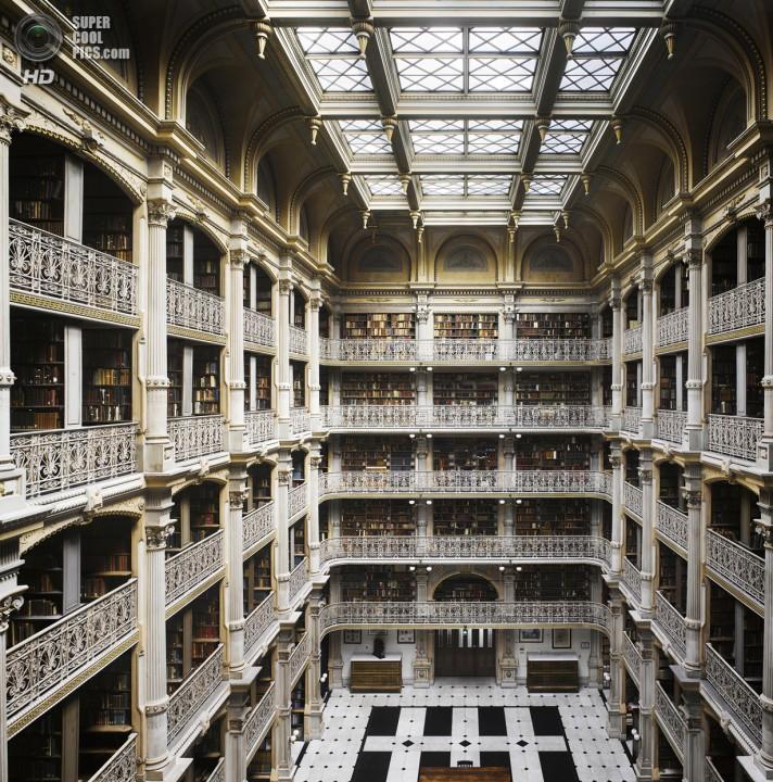 США. Балтимор, Мэриленд. Библиотека Джорджа Пибоди. (Will Pryce)