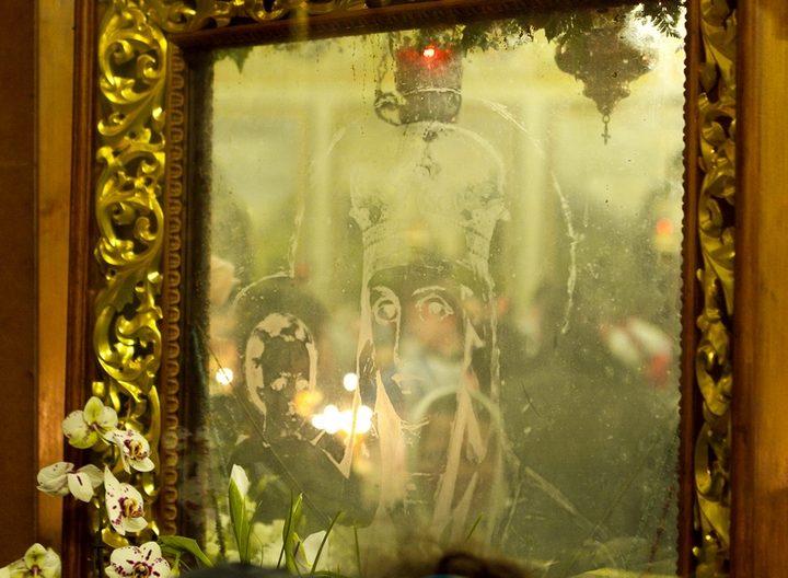 «Призри на смирение»: икона на стекле