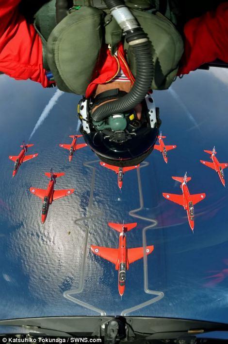 Red Arrows Pilot Selfie Люси в небе с алмазами: селфи пилотов самолетов