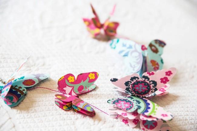 Красивая гирлянда из бабочек
