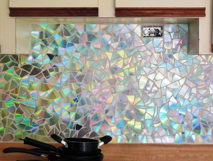 Оригинальная мозаика из компакт-дисков.