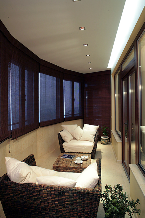 <p>Автор проекта: Армен Мелконян.</p> <p>Утепленная лоджия устроена как продолжение гостиной зоны.</p>