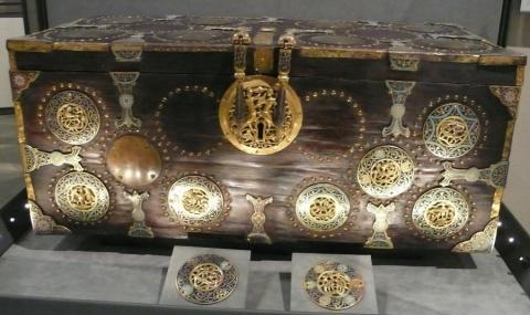 Сундуки - искусство средневековья.