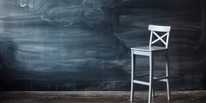 Из школ увольняют специалистов