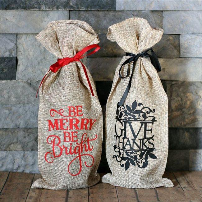 Мешочки для шампанского из натуральных тканей, имитирующие новогодний мешок с подарками
