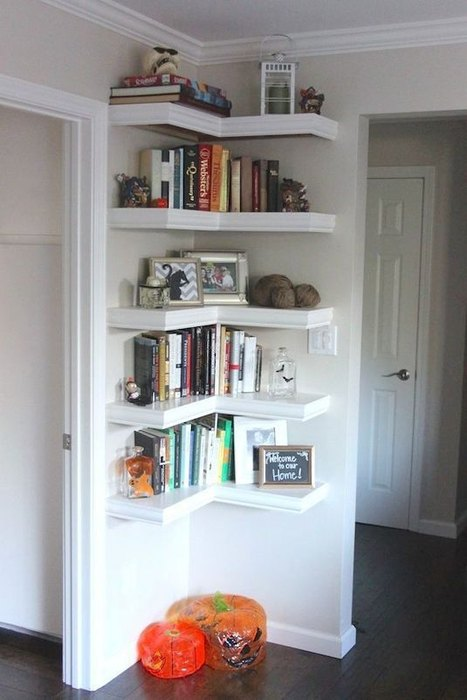 Идея №2. Угловые полки экономят место в маленькой квартире