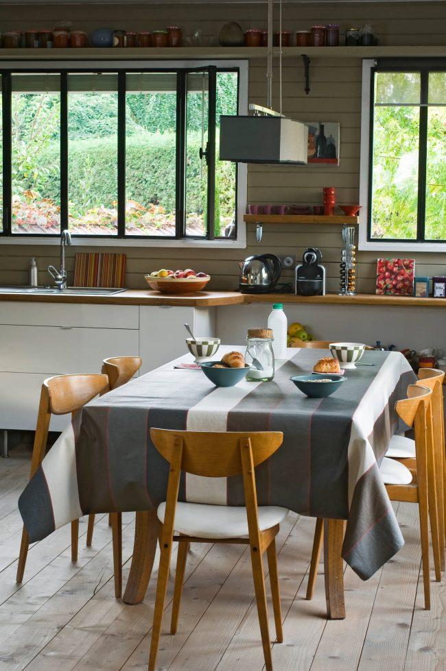 Интересный дизайн кухни в стиле модерн