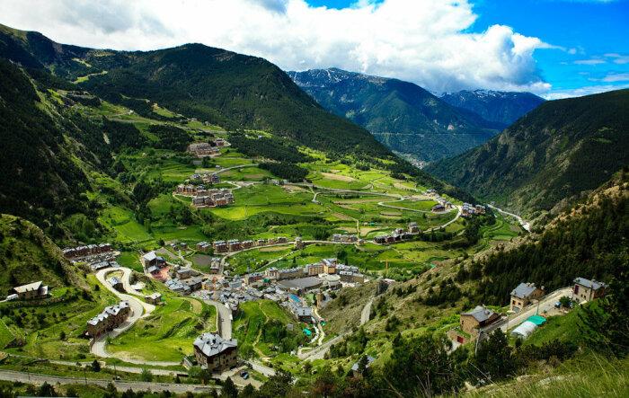 Сейчас Андорра – это популярное место среди туристов и абсолютно самостоятельное княжество / Фото: yandex.ru