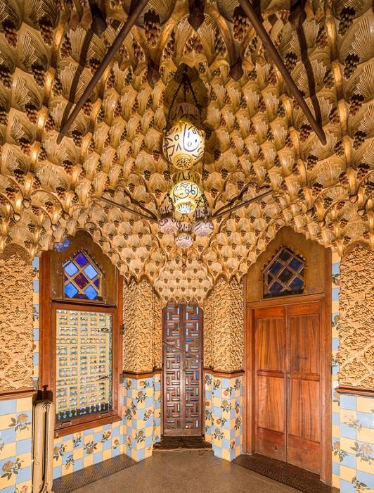Роскошность мавританского стиля в оформлении интерьера (Casa Vicens).
