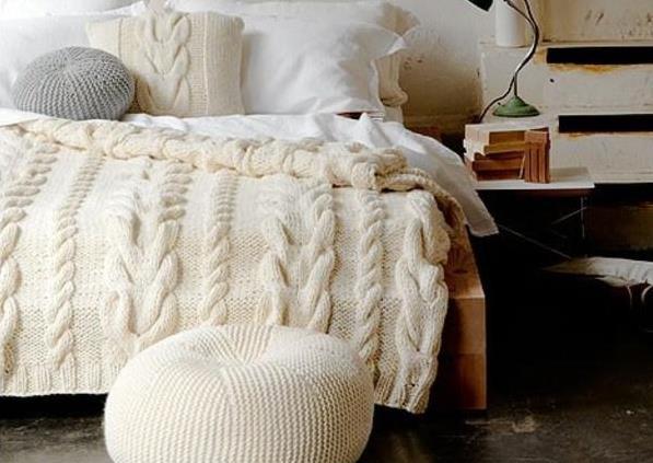Вязаная мебель и покрывало для спальни