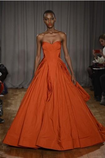 15 лучших красных платьев из осенне-зимних коллекций | галерея [1] фото [2]