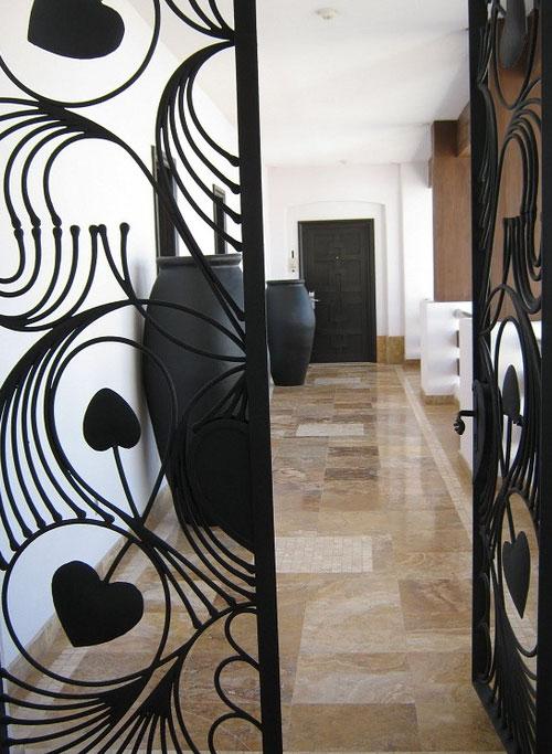 Кованые двери в офисном здании