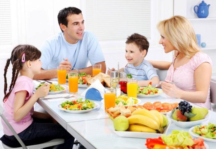 Совместная трапеза родных