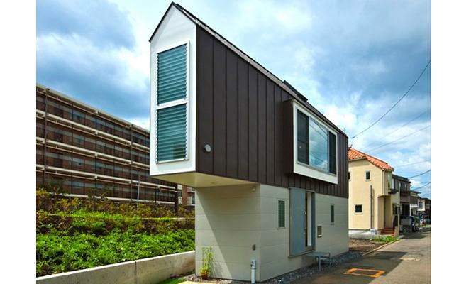 Очень узкий дом: В полной мере это можно ощутить, например, в Японии, особенно в крупнейших урбанизированных центрах, где плотность населения чрезвычайно высока, а