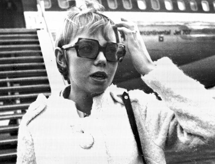 Долгое время после крушения самолета Джулиану еще осаждали журналисты.