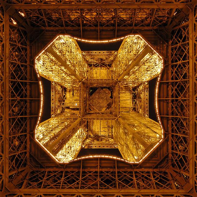 Эйфелева башня: взгляд с непривычных ракурсов (21 фото)