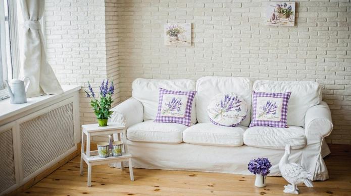 подушки с изображением лаванды