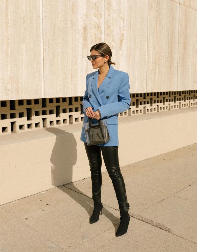f316d108b59 Светло-голубой пиджак с широкими плечами выбирает Пэм