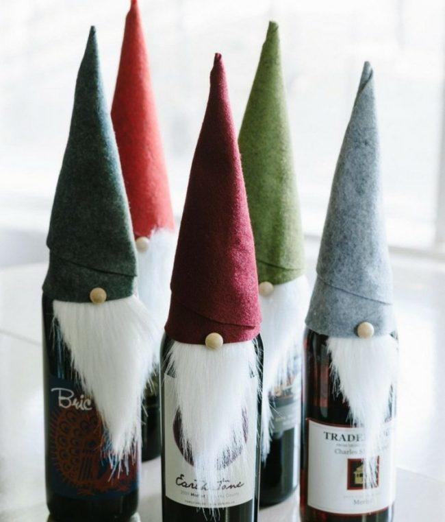 Сказочные гномы из бутылок с игристым напитком, созданные своими руками