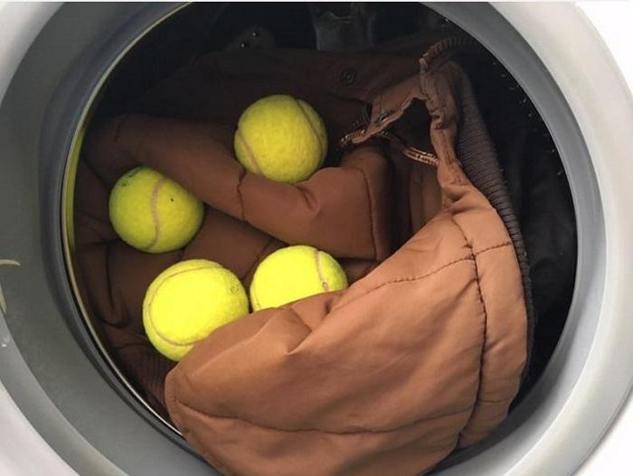 Мячи не позволят пуху сваливаться. / Фото: Pinterest.ru