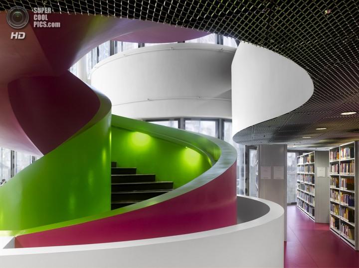 Германия. Котбус. Библиотека Бранденбургского Университета Технологий. (Will Pryce)