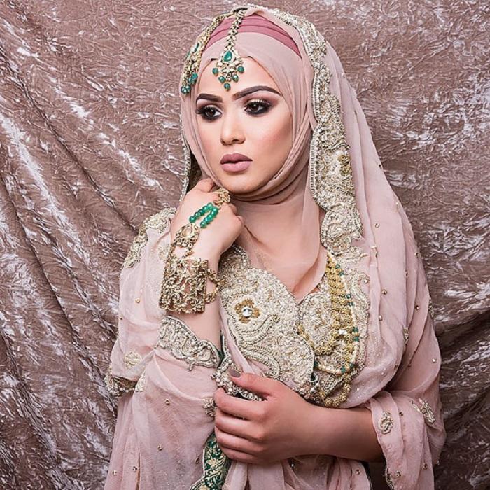 Хиджаб позволяет открывать кисти рук и ног.