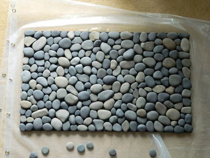 Интерьер в эко-стиле замечательно дополнит такой необычный коврик. /Фото: cdn.wonderfuldiy.com