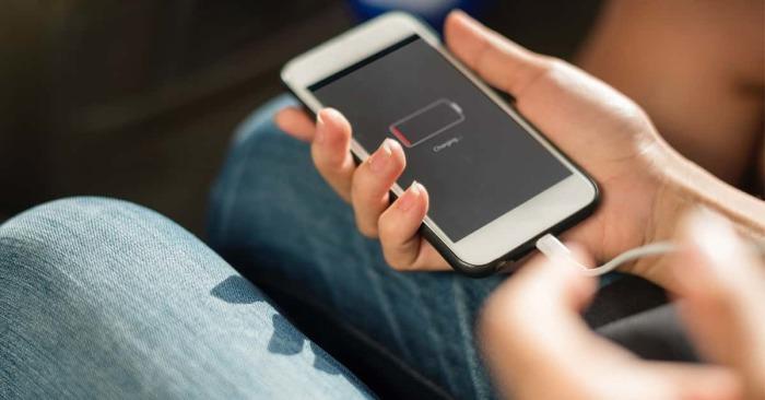 Быстро разряжается телефон — надо задуматься о замене батареи. /Фото: static.toiimg.com