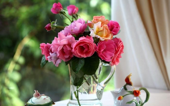 Продлить свежесть цветов помогает достаточно простой и оригинальный лайфхак. /Фото: up.8desk.com