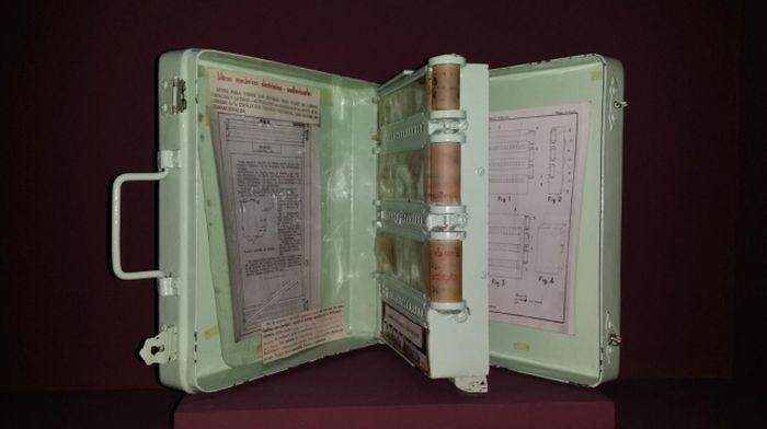 6. Книга, которая работает при помощи электричества и сжатого воздуха (1949 год) в мире, книги