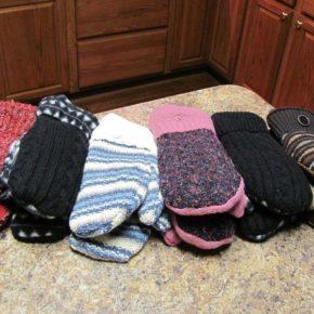разные варежки своими руками из свитера