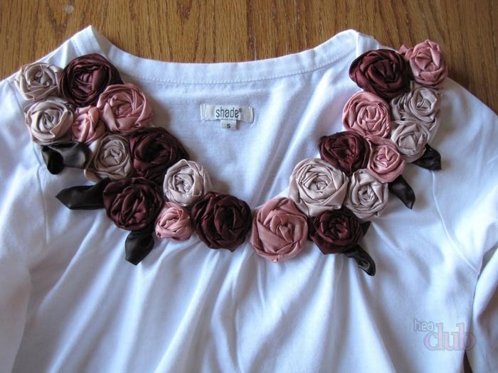 Декорирование футболки объемными розами из ткани