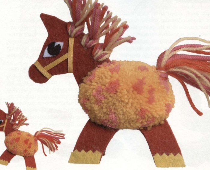 Лошадка из одного помпона