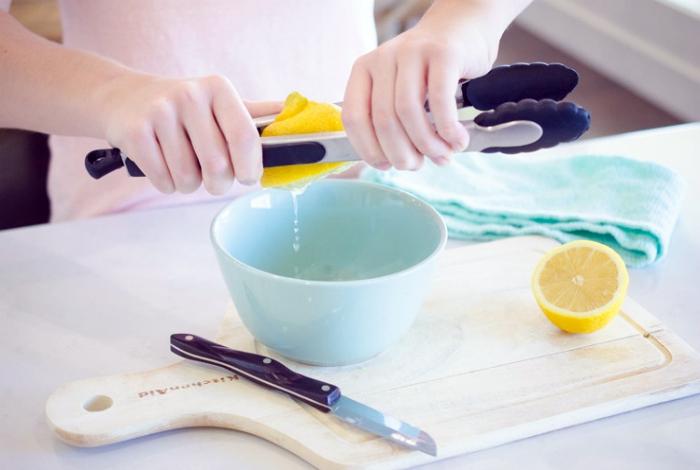 Выжать максимум сока из лимона.
