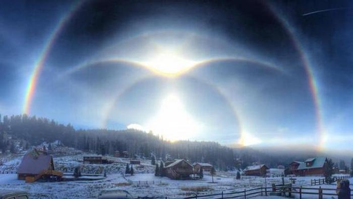 Необычные атмосферные явления в небе над Ред-Ривер, 9 января 2015год.