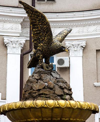 Скульптура орла в Минеральных Водах