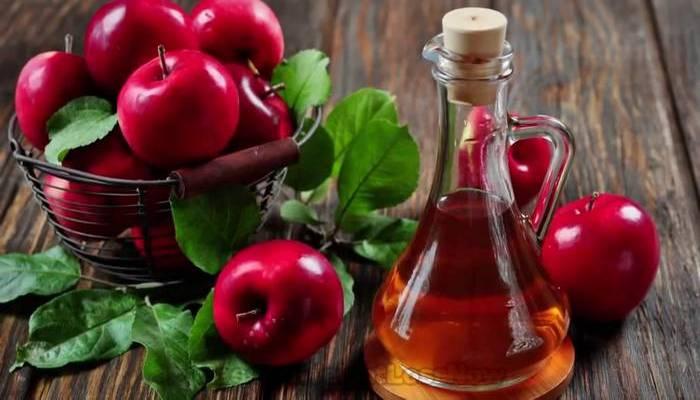 Поможет при боли в горле: яблочный уксус.