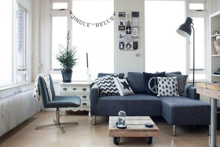 Чтобы визуально увеличить пространство маленькой комнаты, лучше выбирать мебель, стоящую на ножках.