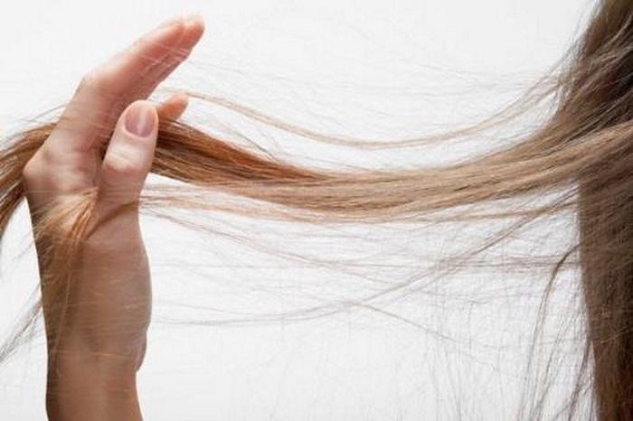 Если волосы электризуются, смажьте их обычным кремом для рук. / Фото: Pinterest.com