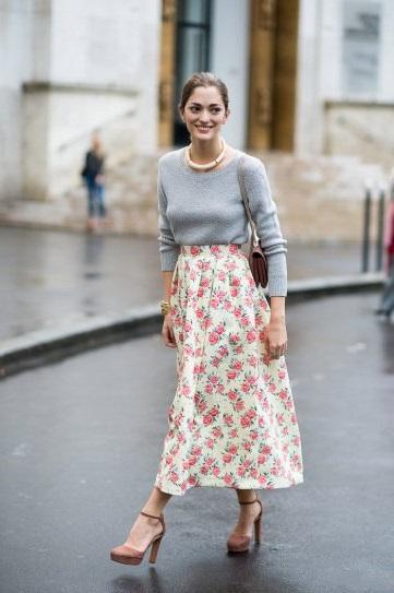 Sofia Sanchez в длинной юбке с цветочным принтом