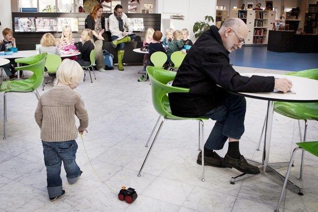 Директор датской библиотеки— отом, зачем избавляться от книг. Изображение №4.